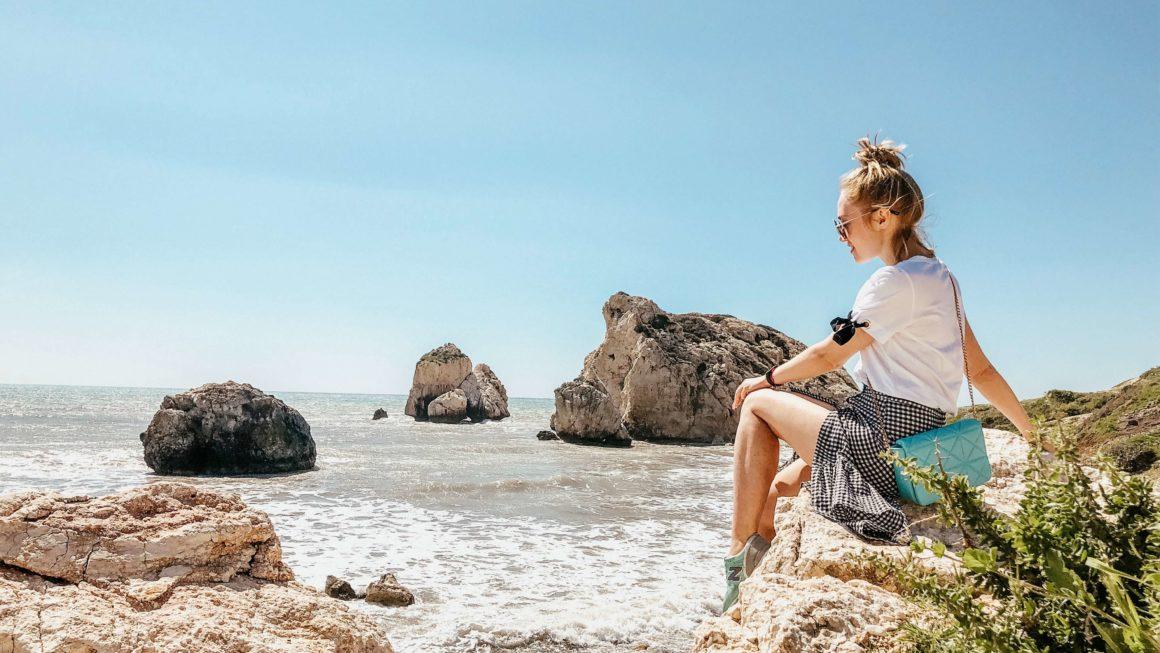 Кипр: скалы, храмы, монастырь.