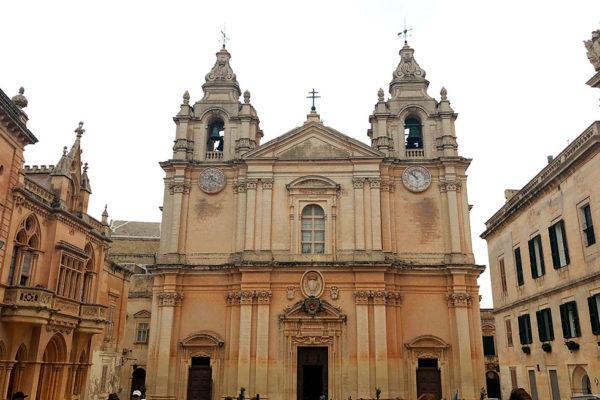 Мальта: рыцари мальтийского ордена.